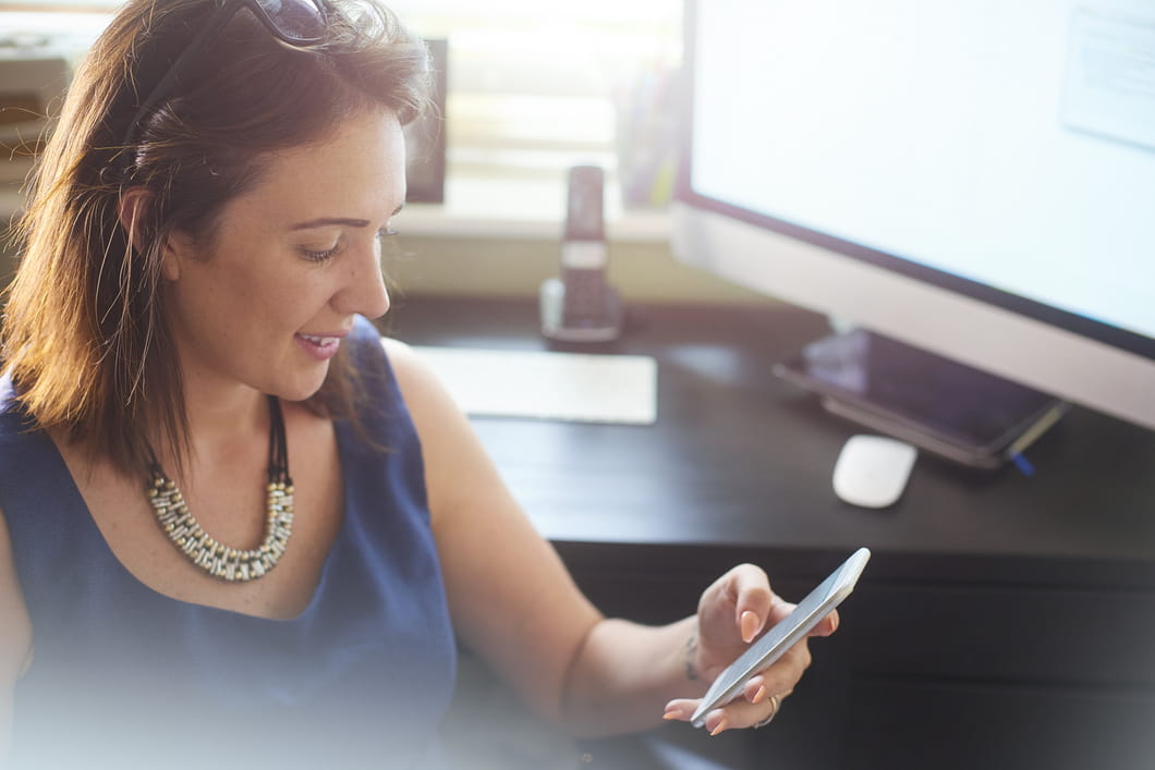 Insurance agents are using text messaging and other tools to meet the needs of always-on consumers.